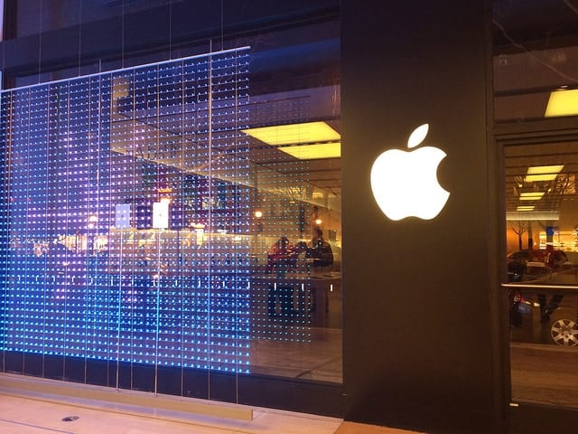 Apple Store mit Apple Logo Apple-Aktie